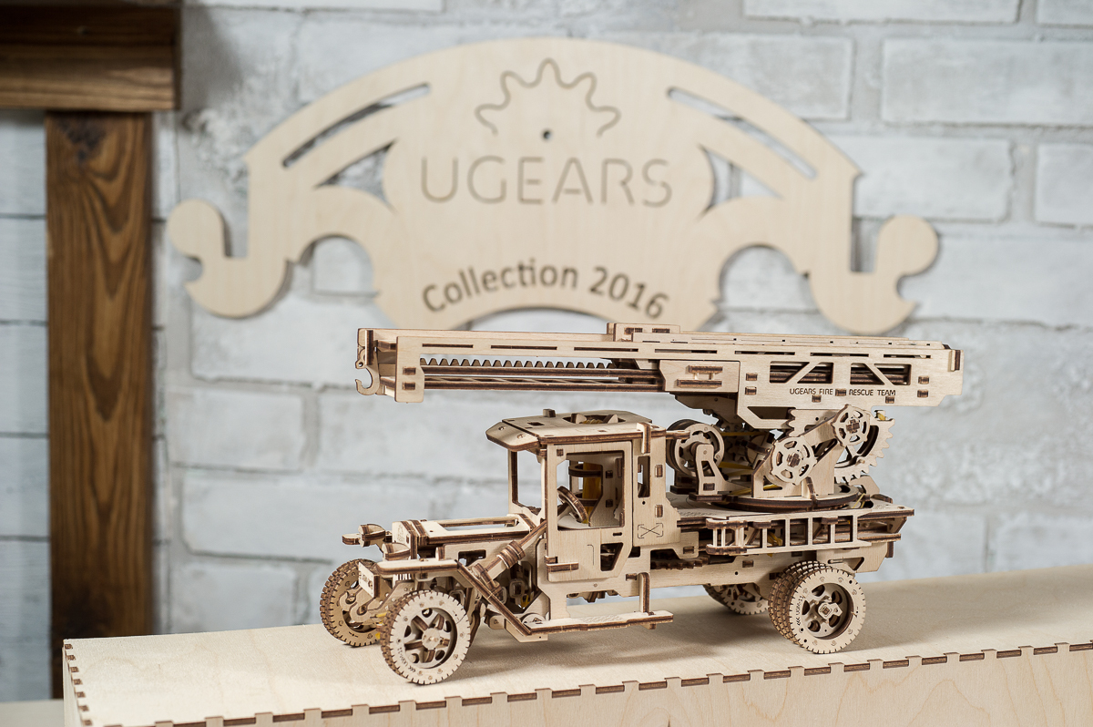 Ugears_Fire_Truck_Rescue_Ladder_01